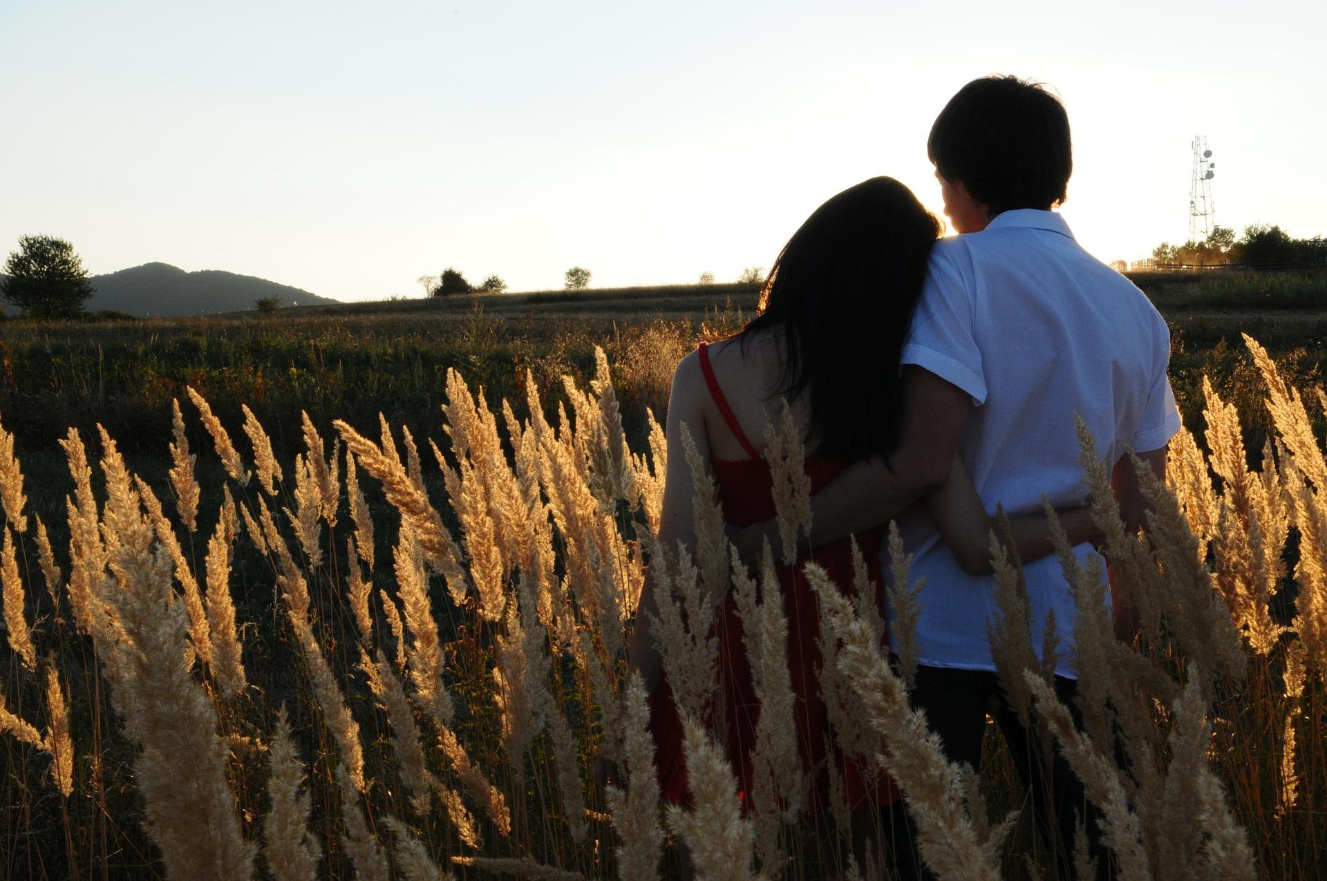 couple-1343944_1920